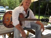 Sangria Thursdays Scheduled for Tonight with Bob Shawgo at R** Bandana Winery