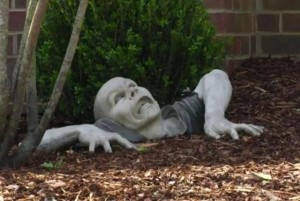 Nashville-man-ordered-to-remove-zombie-statue-from-front-yard