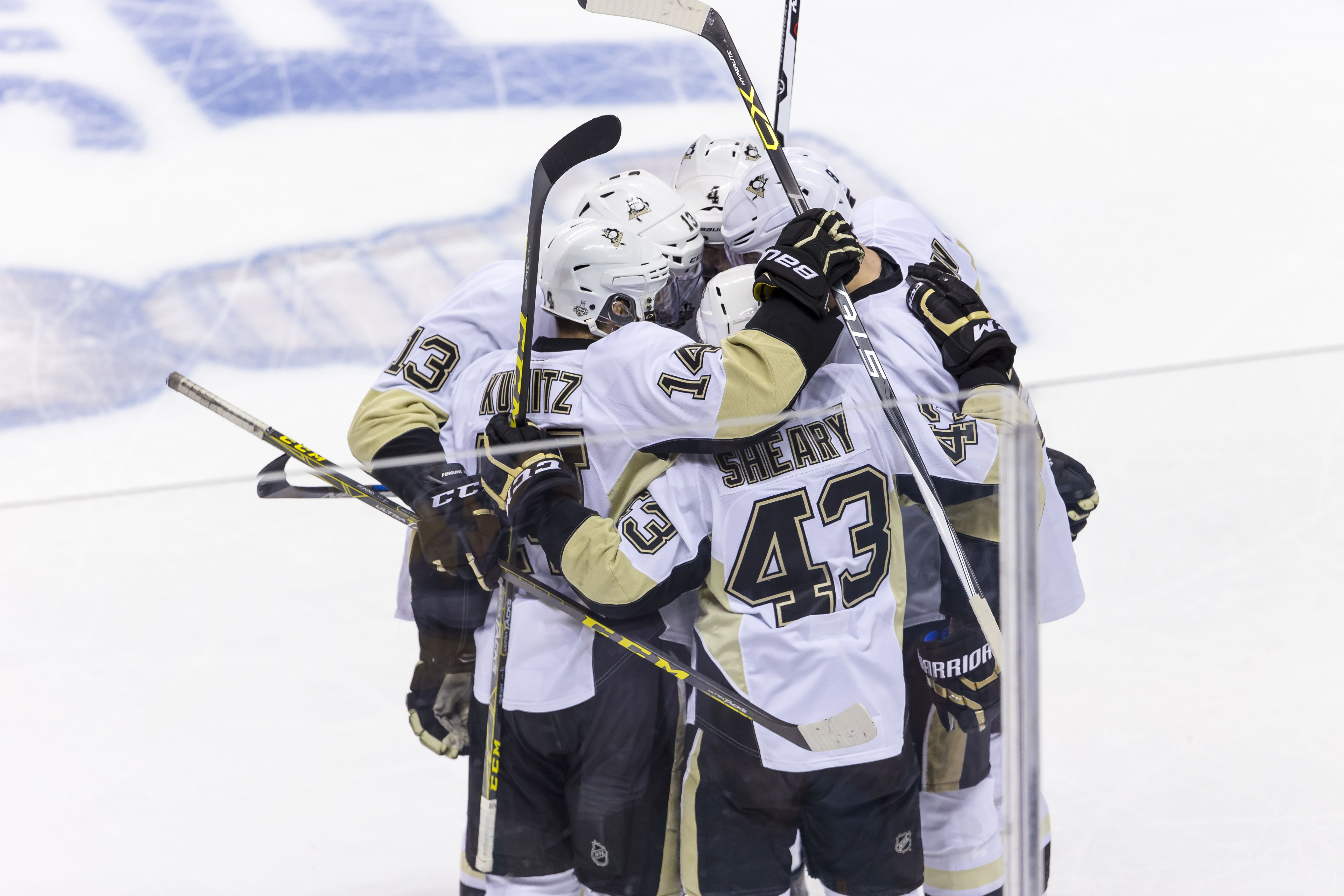 Pittsburgh Penguins celebrate a goal during the first period of the Stanley Cup Finals - Game 6 between the San Jose Sharks and the Pittsburgh Penguins at SAP Center in San Jose CA.(Photo by Allan Hamilton/ICON Sportswire) (Icon Sportswire via AP Images)
