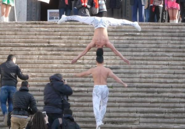 circus-performers-set-record-for-stairs-climbed-while-balancing-a-person-on-the-head