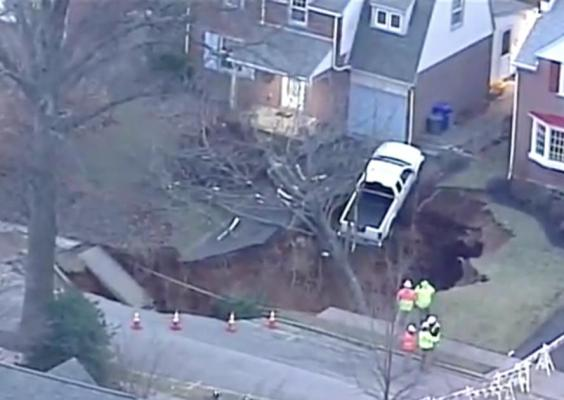 Massive-sinkhole-opens-between-two-homes-in-Pennsylvania