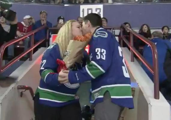 Woman-proposes-with-bouquet-of-Doritos-during-NHL-game