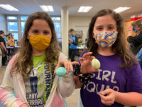Hickory Grove Students Participate in Egg-Coloring Experiment